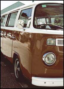 Red Volkswagen Bus Juliste